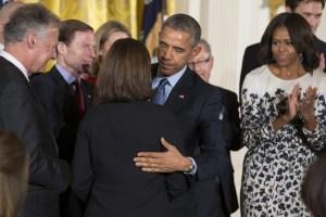 Obama firma una ley para prevenir suicidios entre veteranos de guerra