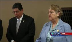 Representantes Demócratas en Topeka muestran desacuerdo con Kris Kobach