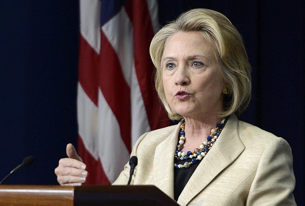 Hillary Clinton confronta a Bush y Rubio en su propio estado