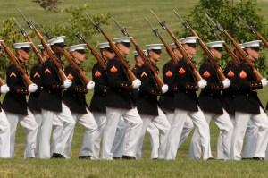 Polémica por expulsión de encargada de reclutar mujeres para los Marines