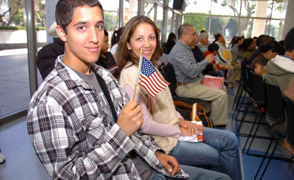 Sube el costo de solicitud de ciudadanía, pero hay cómo enfrentarlo