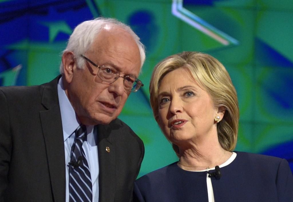 Hillary Clinton arremete contra su viejo rival Bernie Sanders