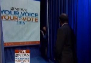 VIDEO: Ben Carson se congeló en debate republicano