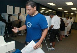 Votantes hispanos podrían tener la última palabra en Virginia