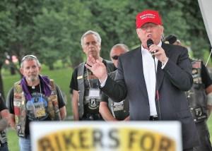 VIDEO: Trump pospone dar detalles sobre dinero para veteranos