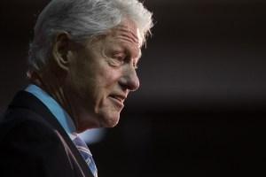 VIDEO: Polémica por encuentro entre Bill Clinton y la Procuradora