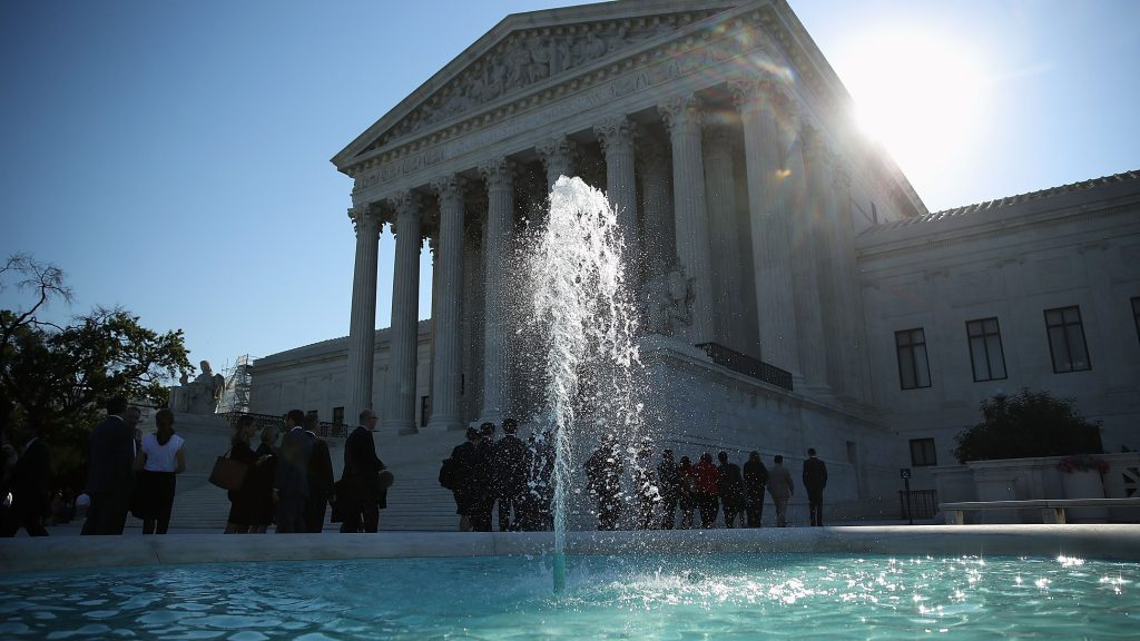 Corte Suprema decidirá si inmigrantes deben ser liberados bajo fianza