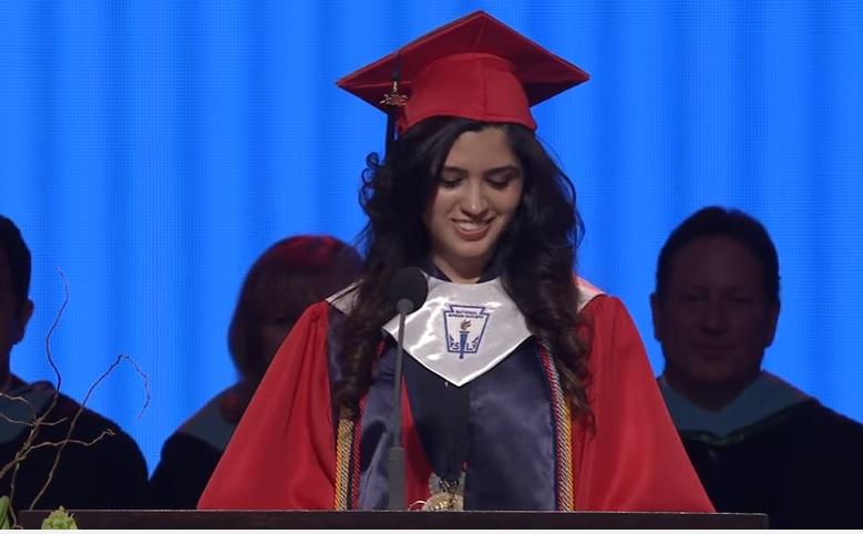 Estudiante destacada revela que es indocumentada en su graduación