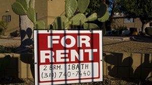 VIDEO: La ley protege a latinos contra la discriminación en la vivienda