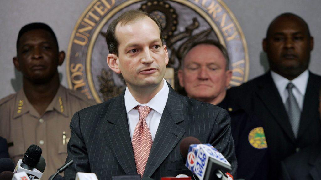 Renuncia el secretario de Trabajo Alexander Acosta