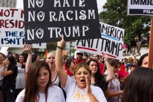 Latinos consideran que Trump ha empeorado sus vidas