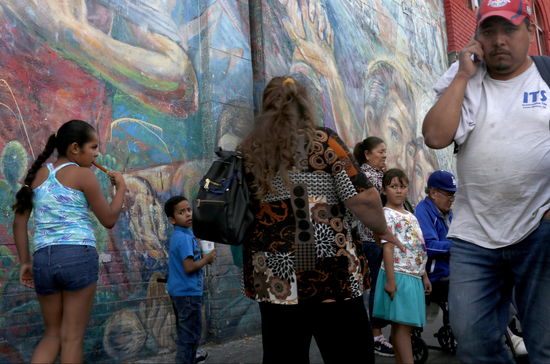 Para latinos, lo más importante es un estatus legal para indocumentados