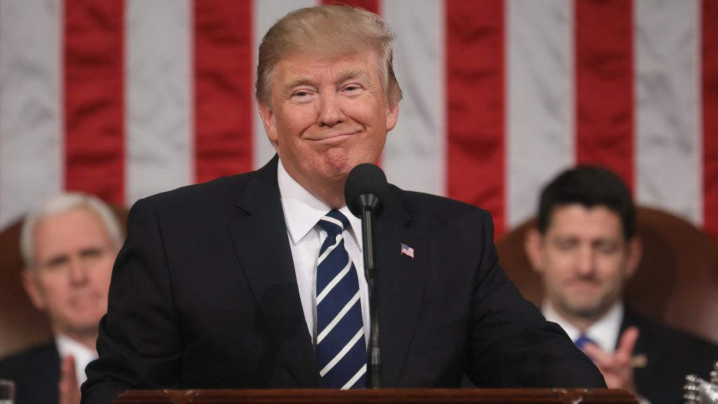 Casa Blanca afirma que política económica de Trump favorecerá a latinos