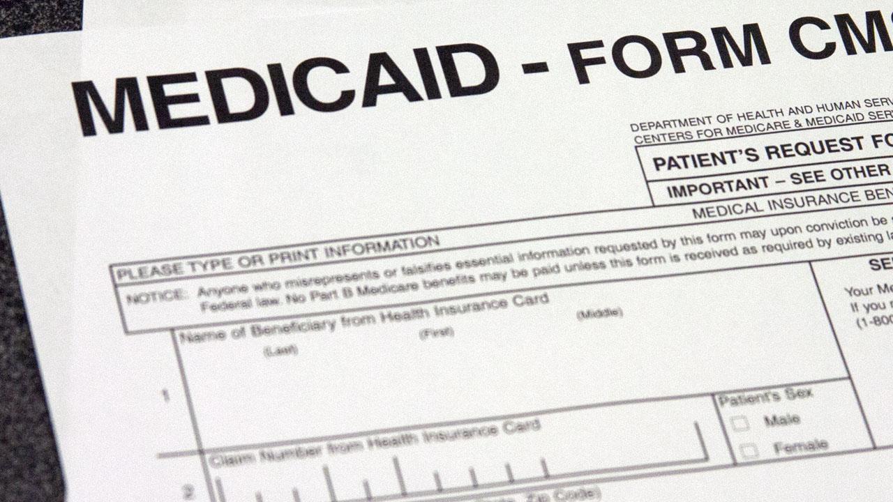 Imponen nuevas restricciones al Medicaid. ¿Impactará a los hispanos?