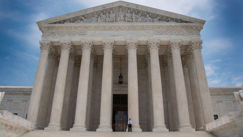 Corte Suprema da luz verde a restricciones al asilo de Trump