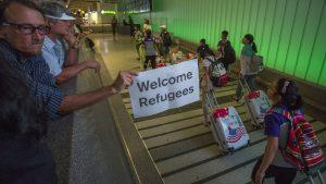 Juez bloquea orden que permite a estados rechazar refugiados