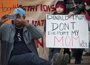 Investigarán política del gobierno de separar a familias inmigrantes