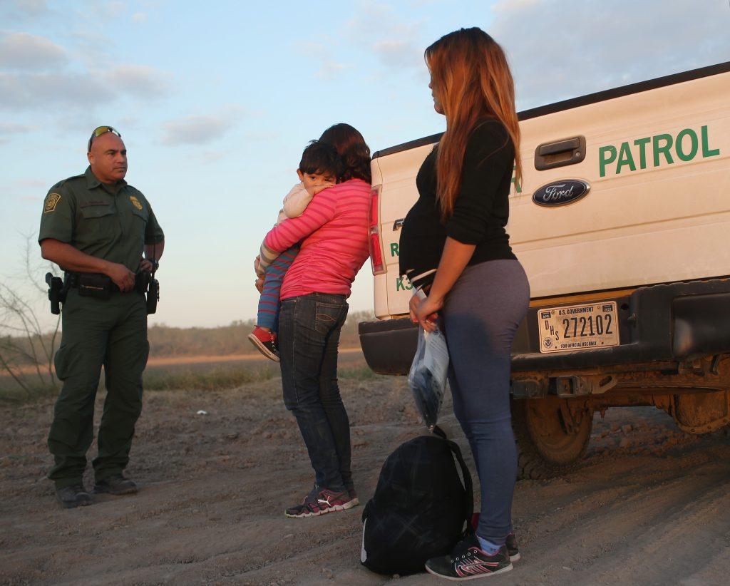 Gobierno de Trump ya no liberará a migrantes detenidos en la frontera