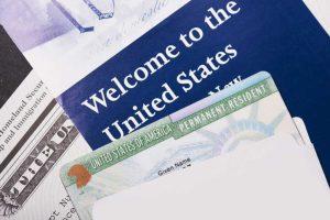 Desde el 1 de octubre un error podría abrir un proceso de deportación en tu contra
