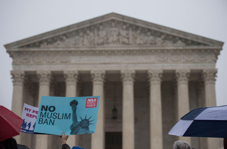 Corte Suprema debatirá sobre migrantes que roban números de Seguro Social