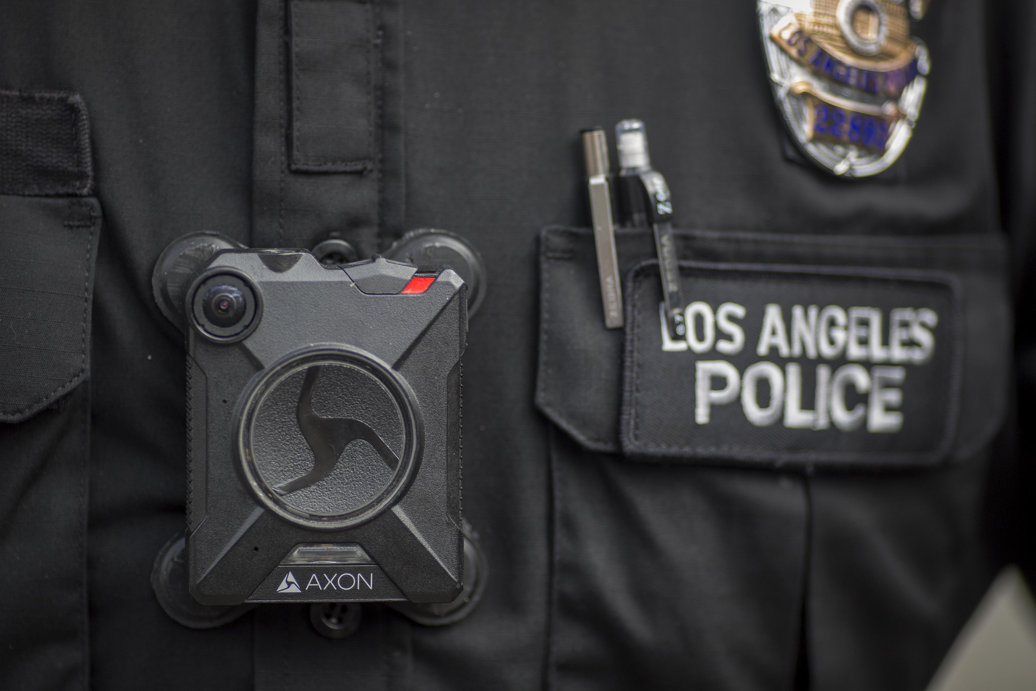 Juez impide que gobierno castigue a policías que no colaboren con La Migra