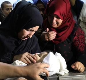 Tras un día sangriento a manos de Israel, palestinos reanudan protestas