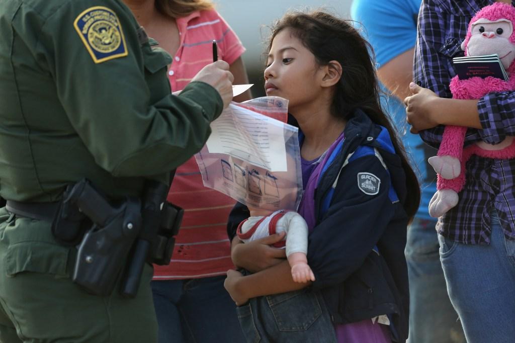 Dos niños estuvieron solos 8 días tras redada masiva de ICE en Mississippi