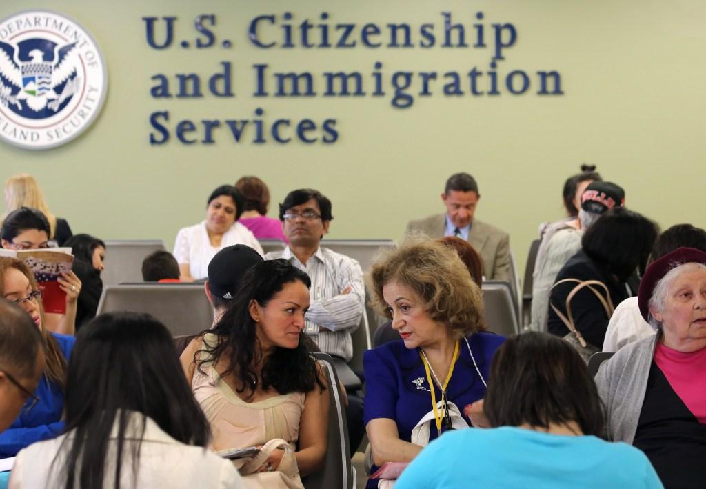 USCIS cambia el proceso para pedir a familiares