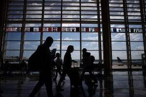 """Estadounidenses en el extranjero deben regresar a EE.UU. """"inmediatamente"""""""
