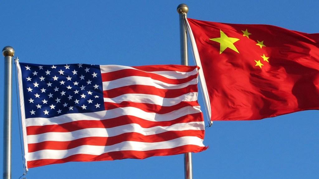 Banderas de China y Estados Unidos