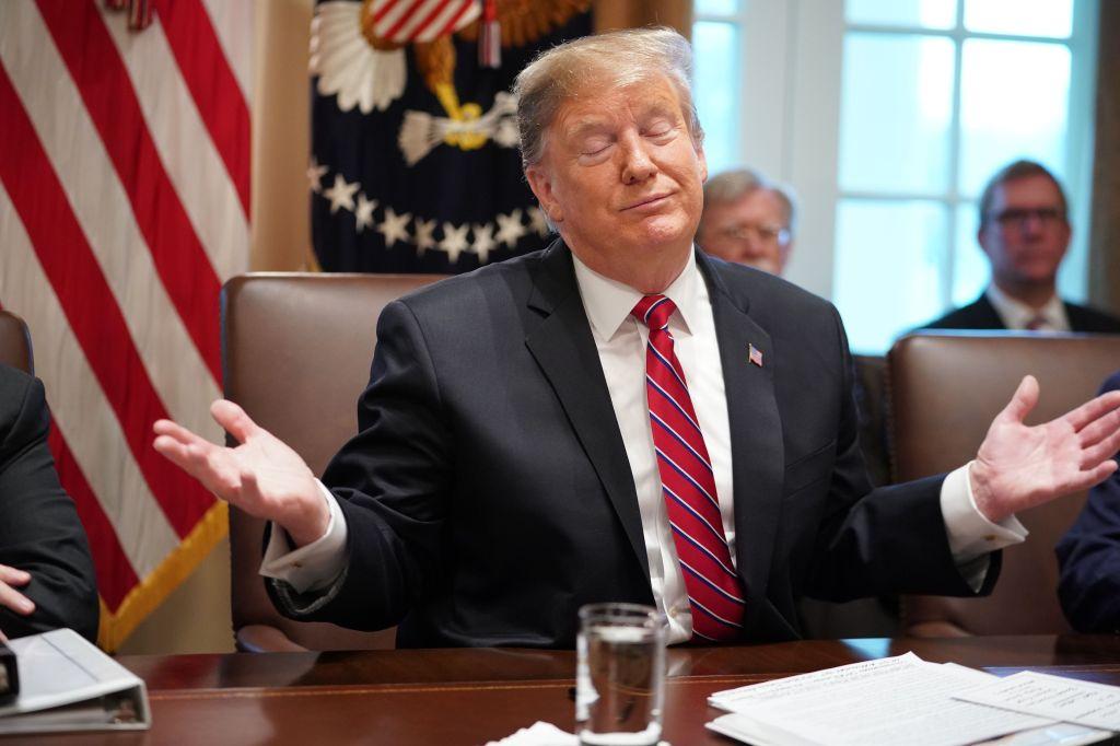 """""""Yo soy el elegido"""", dice Trump mirando al cielo y ofende a críticos"""