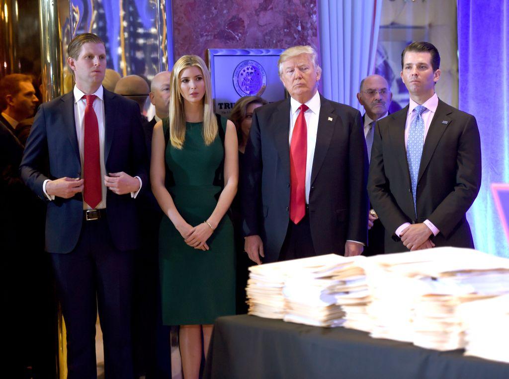"""Familia Trump construye una dinastía que """"durará décadas"""""""