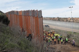 Desvío de fondos de emergencia para construir muro es ilegal, dice juez