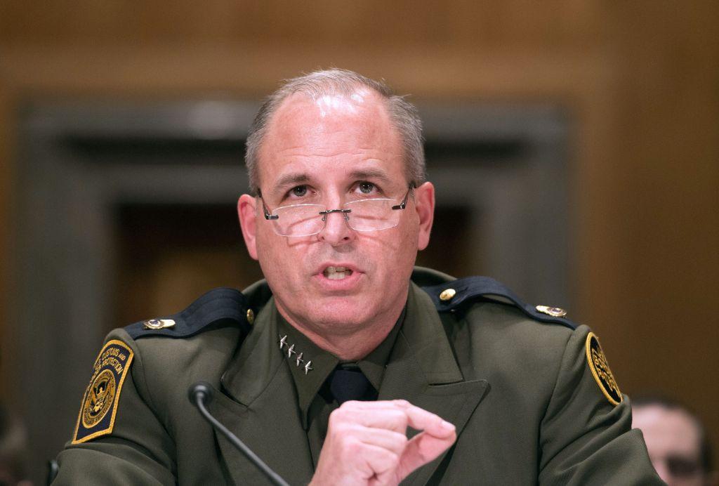 Purga en DHS: Jefe de ICE reemplazará al comisionado del CBP