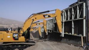 Grupo privado construye su propio muro fronterizo en Nuevo México