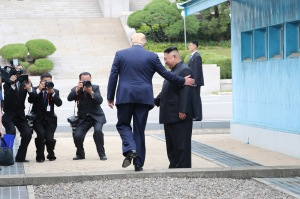 Trump: El primer presidente de EE.UU. que entra a Corea del Norte