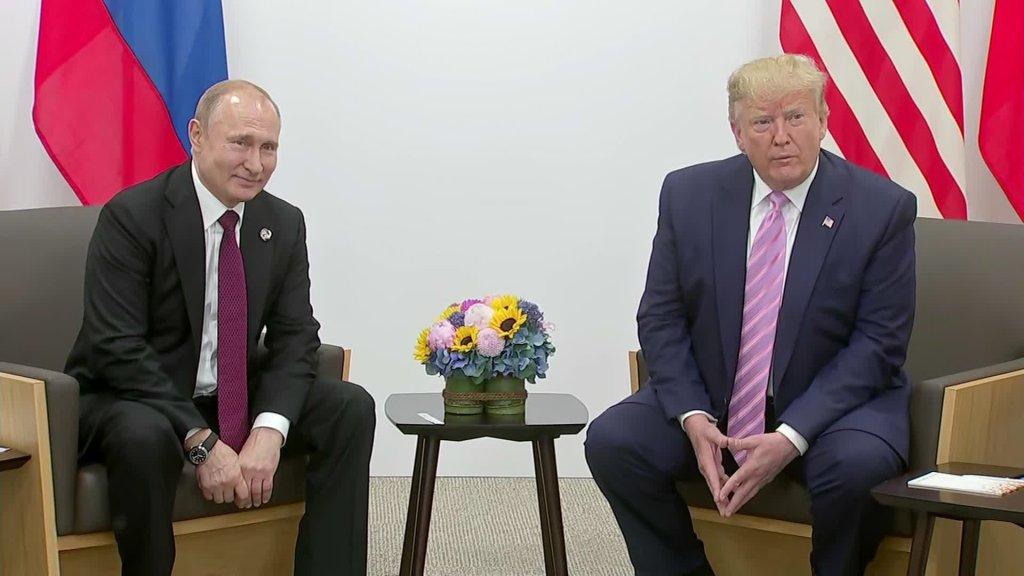 Trump bromea con Putin sobre interferencia de Rusia en las elecciones