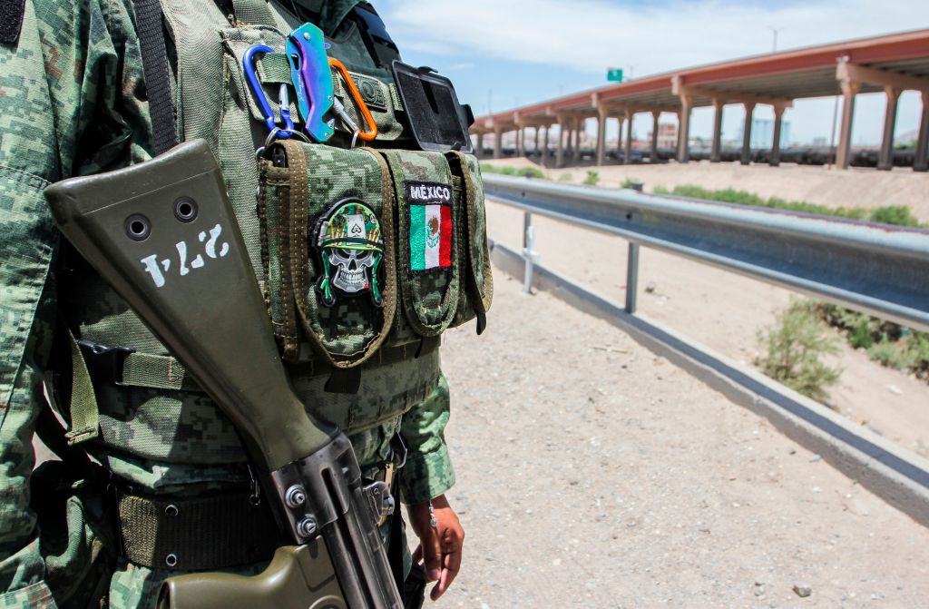 México envía 15 mil militares a frontera norte para frenar migración