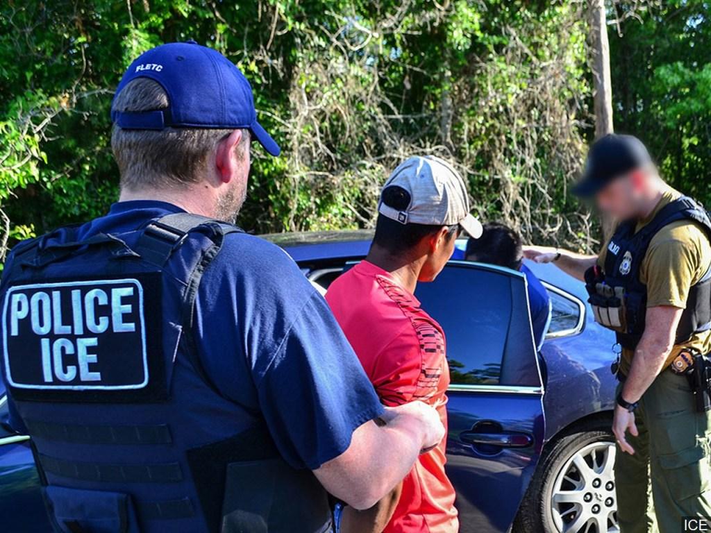 ACLU demanda al gobierno para impedir redadas de ICE