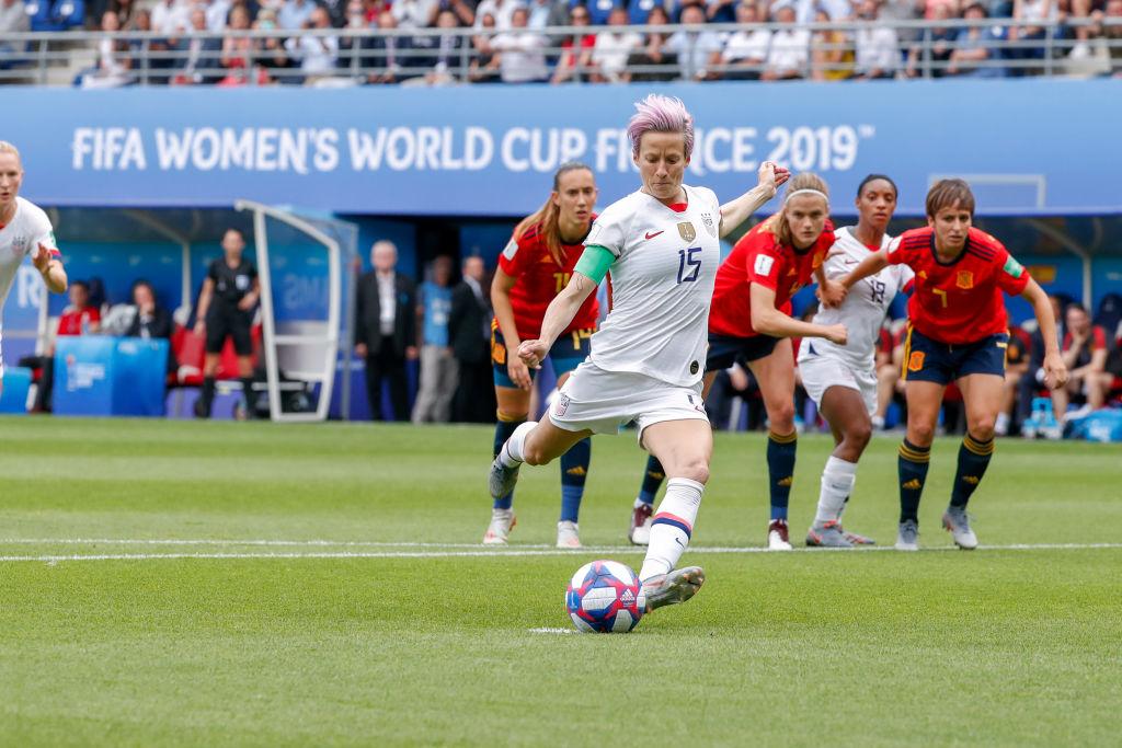 Proponen retener fondos de Copa Mundial hasta que paguen igual a mujeres