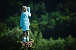 Erigen estatua de Melania Trump en su ciudad natal