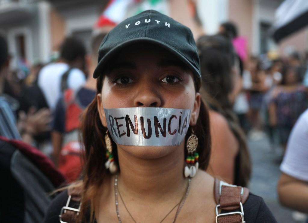 Crece la tensión en Puerto Rico donde miles piden la renuncia de Roselló