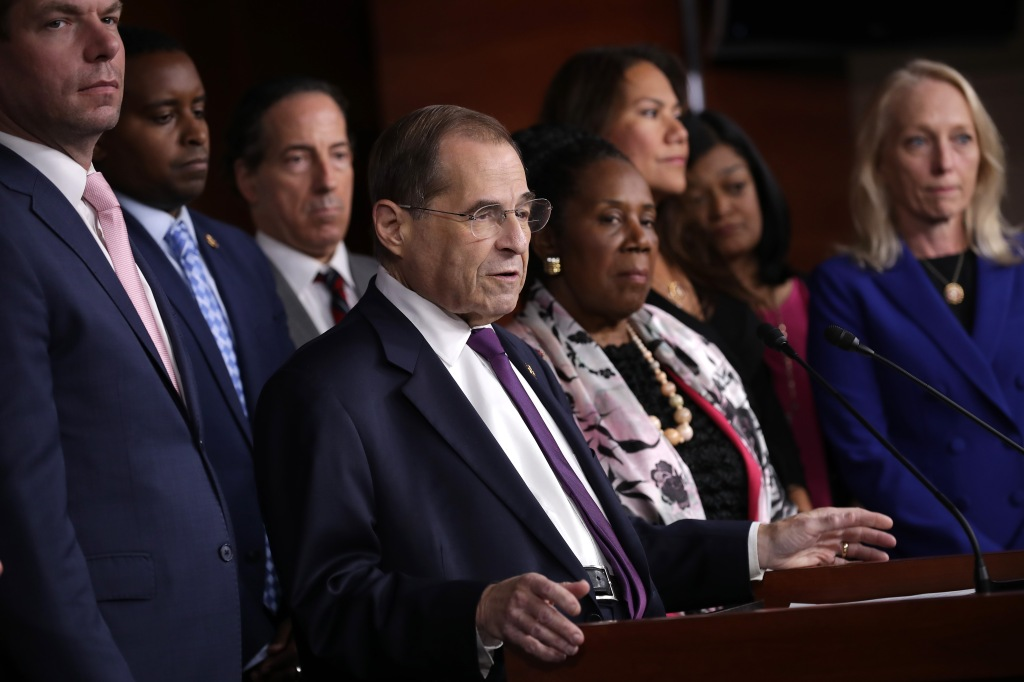 Demócratas dan un gran paso hacia la posible impugnación de Trump
