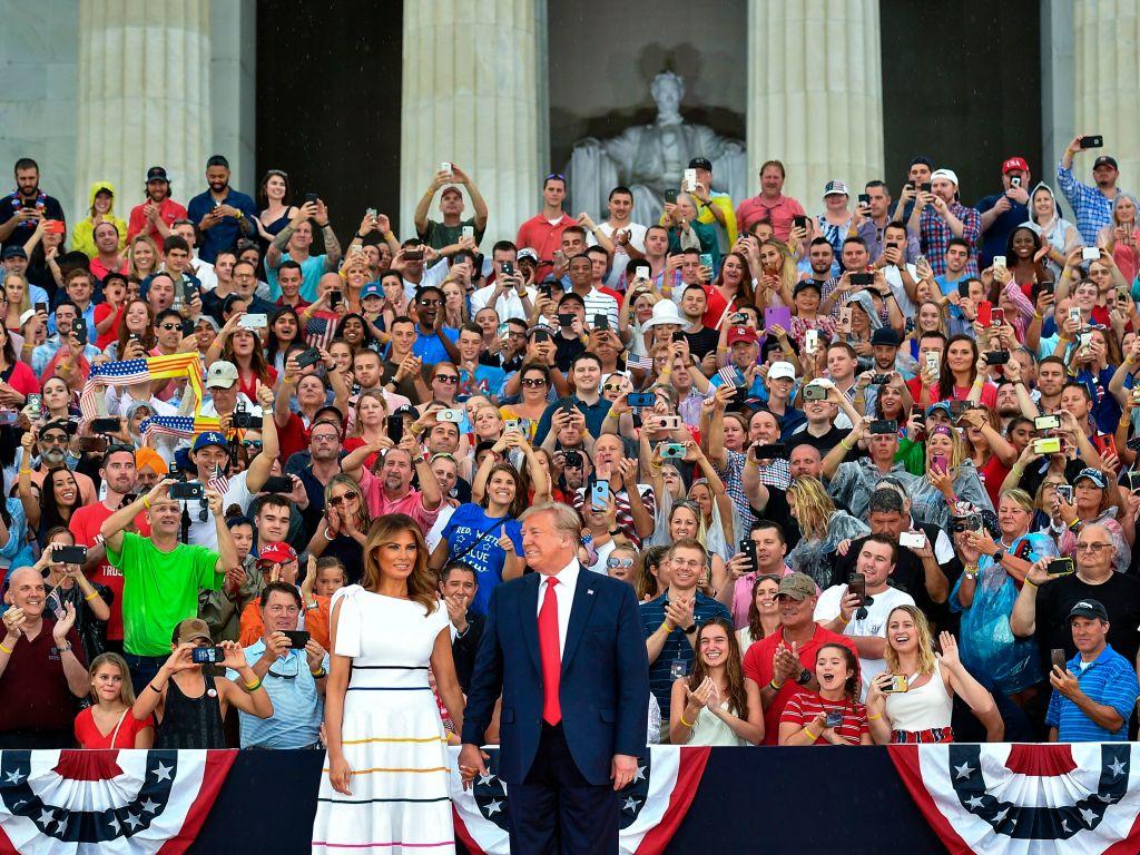 """El """"Saludo a América"""" de Trump dejó en bancarrota fondo de Washington"""