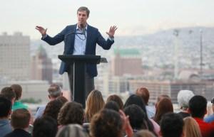 Tras masacre de El Paso, Beto regresa a la campaña presidencial