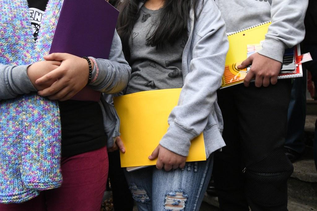 Gobierno de Trump quiso vedar la escuela publica a niños migrantes