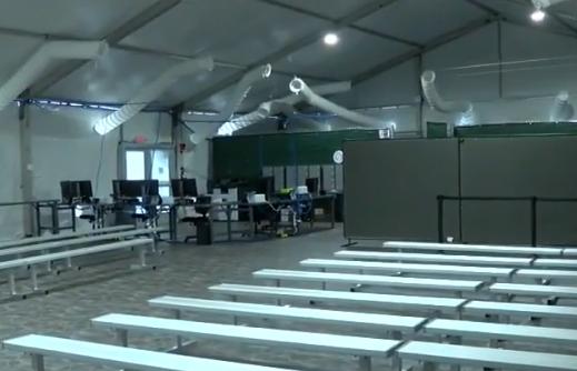 Cortes de inmigración inician audiencias en carpas del sur de Texas