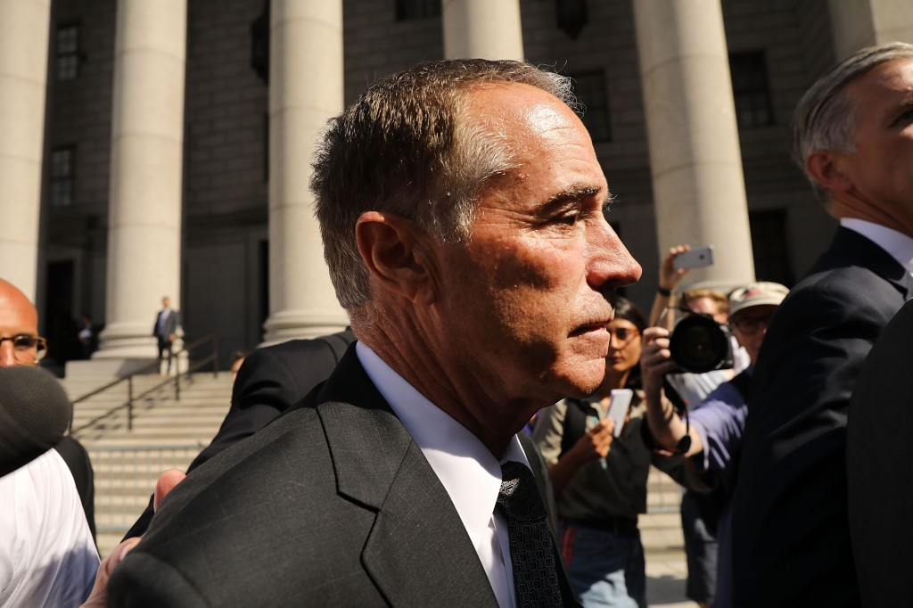 Legislador republicano renuncia ante ausación de fraude financiero