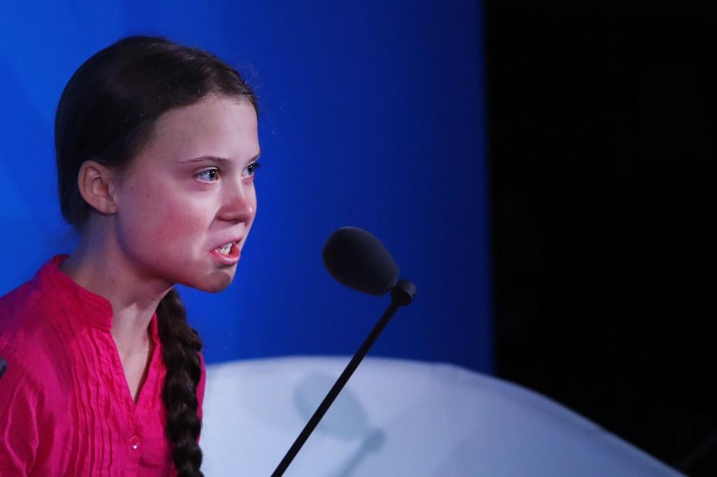 """""""Nos han fallado con el cambio climático"""", dice activista de 16 años"""