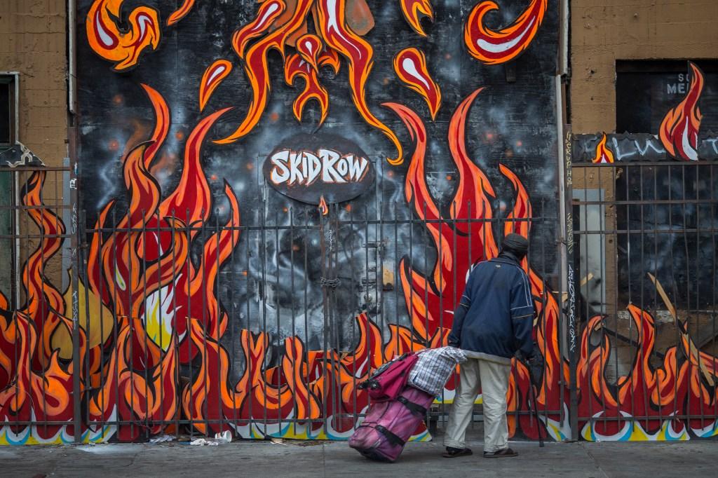 Trump quiere resolver la crisis de indigentes en calles de Los Ángeles
